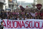 """Napoli: Manifestazione Contro La """"Buona Scuola"""""""