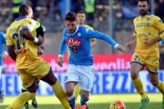 Il Napoli torna alla vittoria: 2-1 al Crotone. Bene Diawara e Mertens. Gabbiadini espulso: salterà la Juve