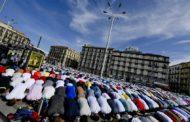 Preghiera Di Fine Ramadan: In Migliaia A Piazza Garibaldi, A Napoli