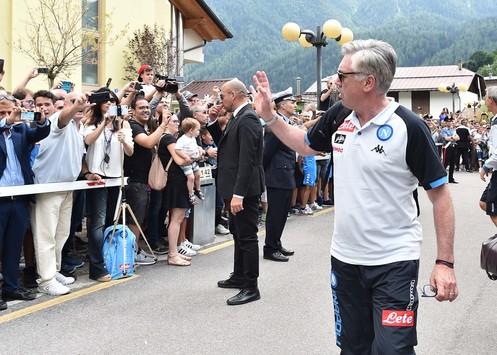 Napoli, è cominciato il ritiro a Dimaro: grande entusiasmo per Carlo Ancelotti