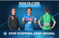 Il Napoli ha presentato la nuova maglia azzurra a Dimaro. Ecco la Kombat 2019