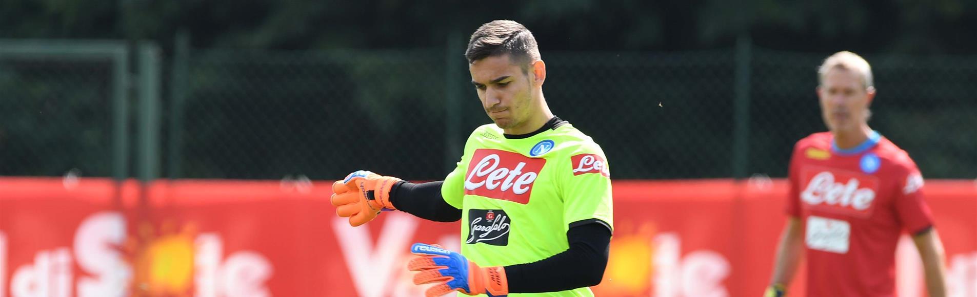 Napoli, Meret ha riportato la frattura del terzo medio dell'ulna sinistra in uno scontro di gioco. Rischia un mese di stop